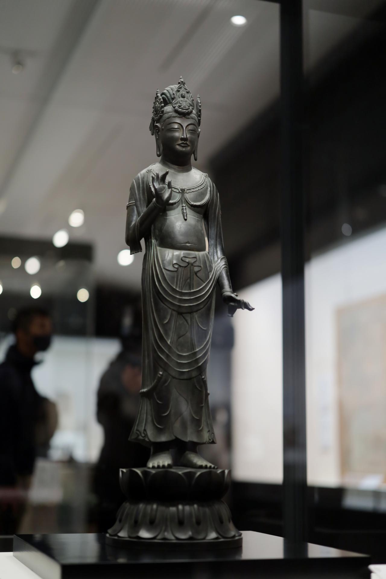 画像1: 観音菩薩立像 「夢違観音」 飛鳥時代7〜8世紀 奈良・法隆寺 国宝