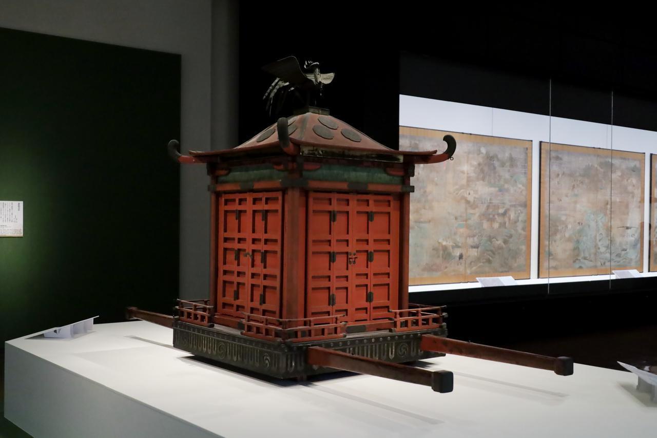 画像: 「聖霊会」で太子の魂を東院から西院に移す時に使われる「聖皇御輿」 室町時代15〜16世紀
