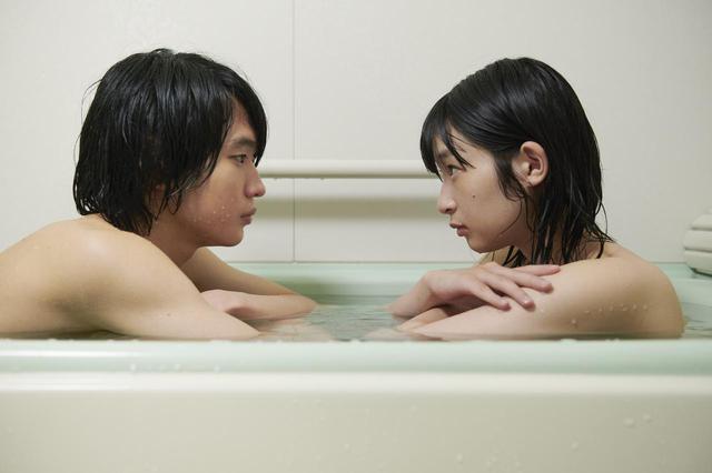 画像1: (C)浅野いにお/太田出版・2021『うみべの女の子』製作委員会