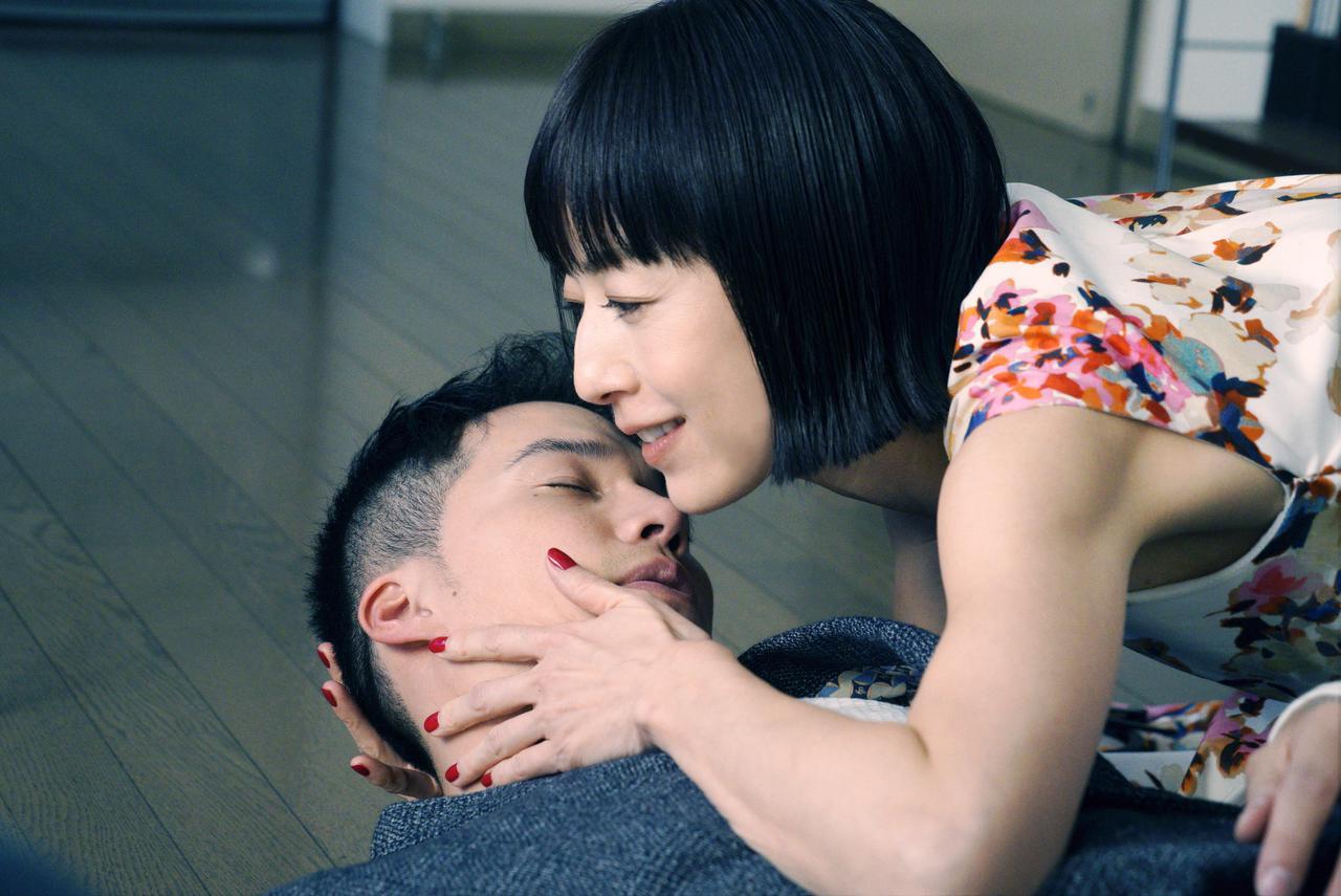 画像2: ©2021映画『リカ ~自称28歳の純愛モンスター~』製作委員会