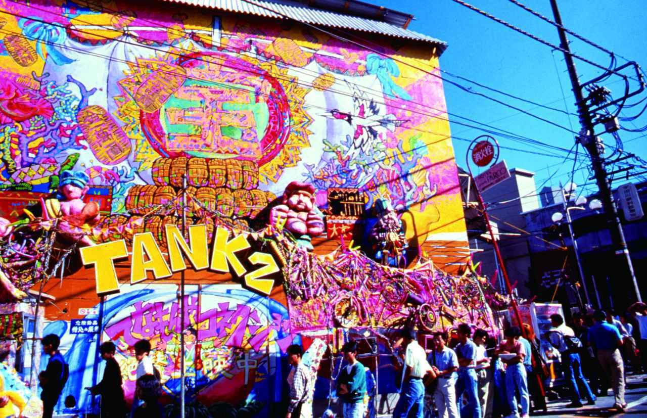 """画像: 専用上映館""""TANK2""""外観"""