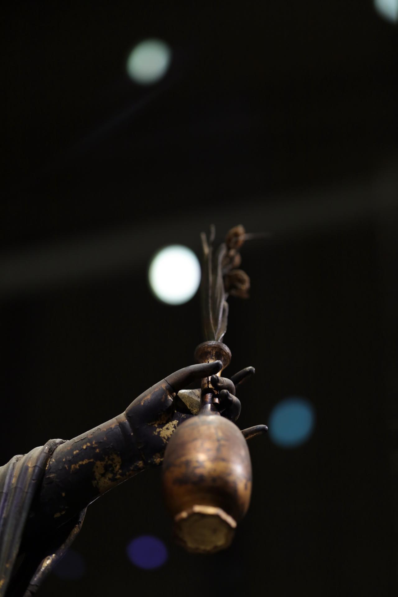 画像: 国宝 十一面観音菩薩立像 (部分・左手と水瓶)奈良時代・8世紀 奈良・聖林寺蔵