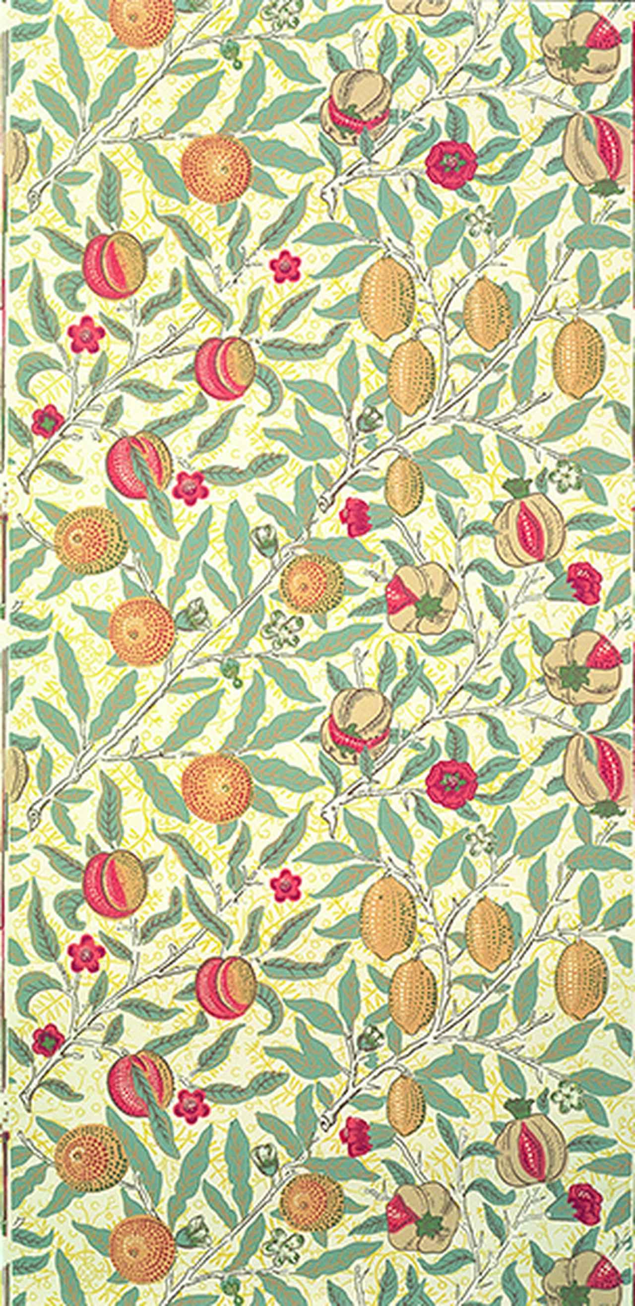 画像: 《柘榴あるいは果実》デザイン: ウィリアム・モリス Photo ⓒBrain Trust Inc. 1866年頃 木版、色刷り(壁紙)75 x 56.5 cm モリス・マーシャル・フォークナー商会