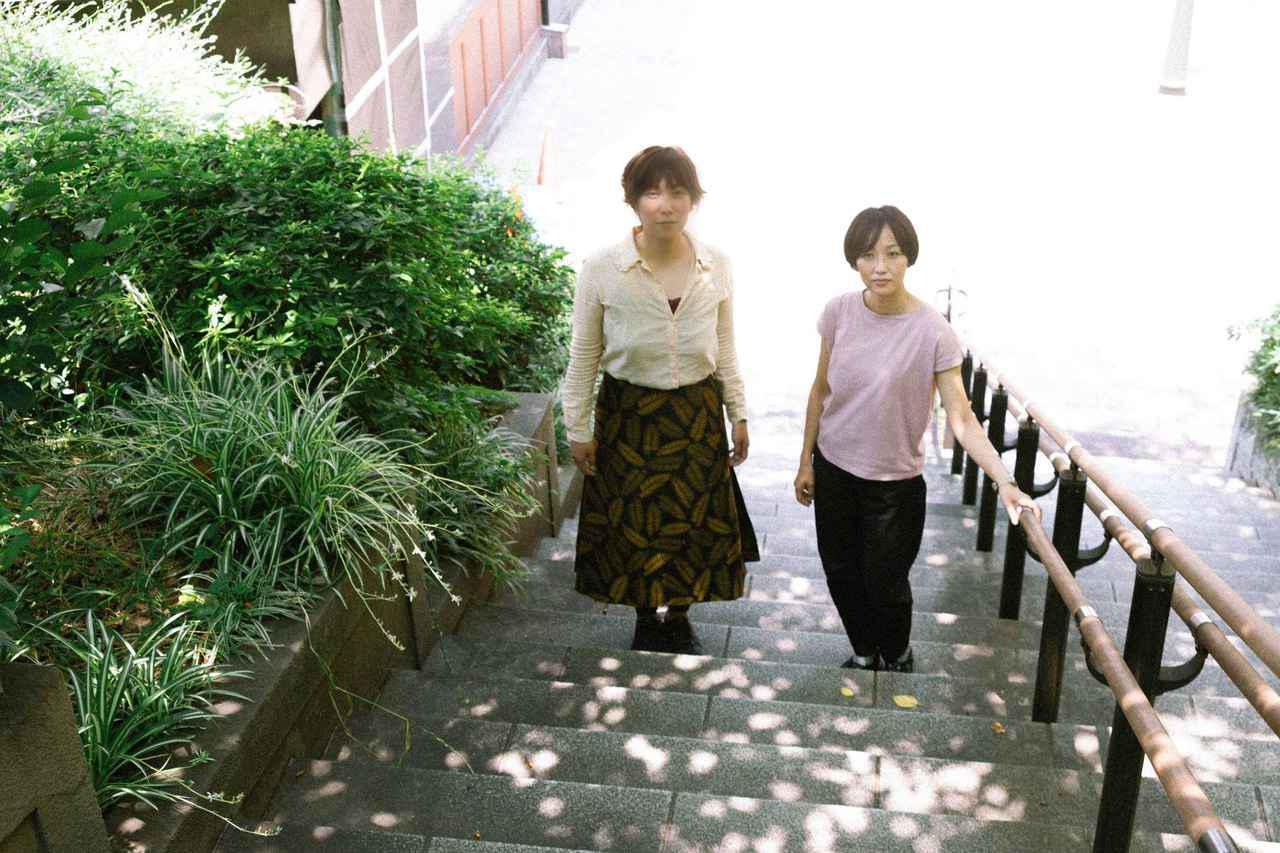 画像: 右より横浜聡子監督、衣装:藪野麻矢さん