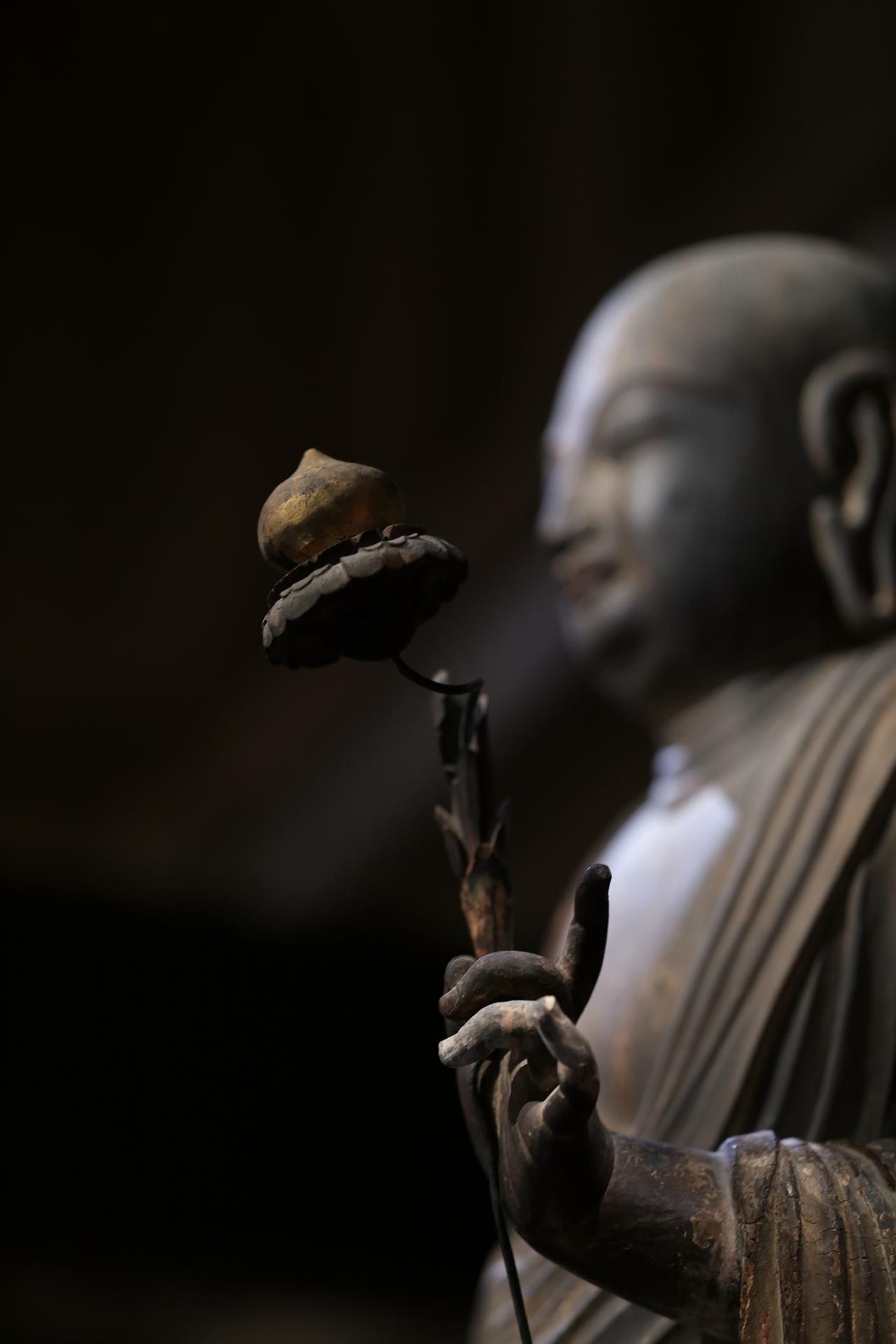 画像: 国宝 地蔵菩薩立像 (部分・別材で作られた手と宝珠)平安時代・9世紀 奈良・法隆寺蔵
