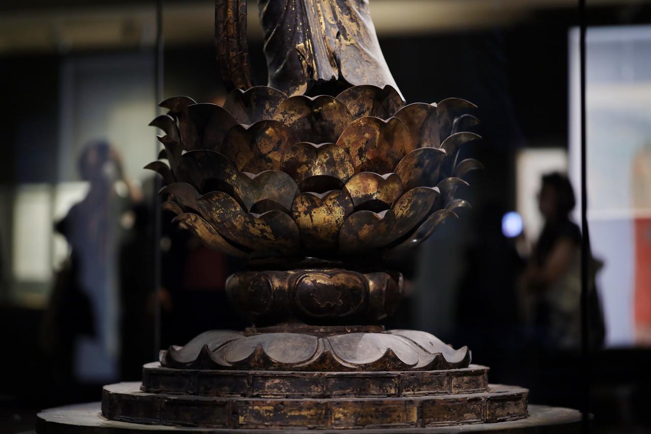 画像: 国宝 十一面観音菩薩立像 (部分・蓮台) 奈良時代・8世紀 奈良・聖林寺蔵
