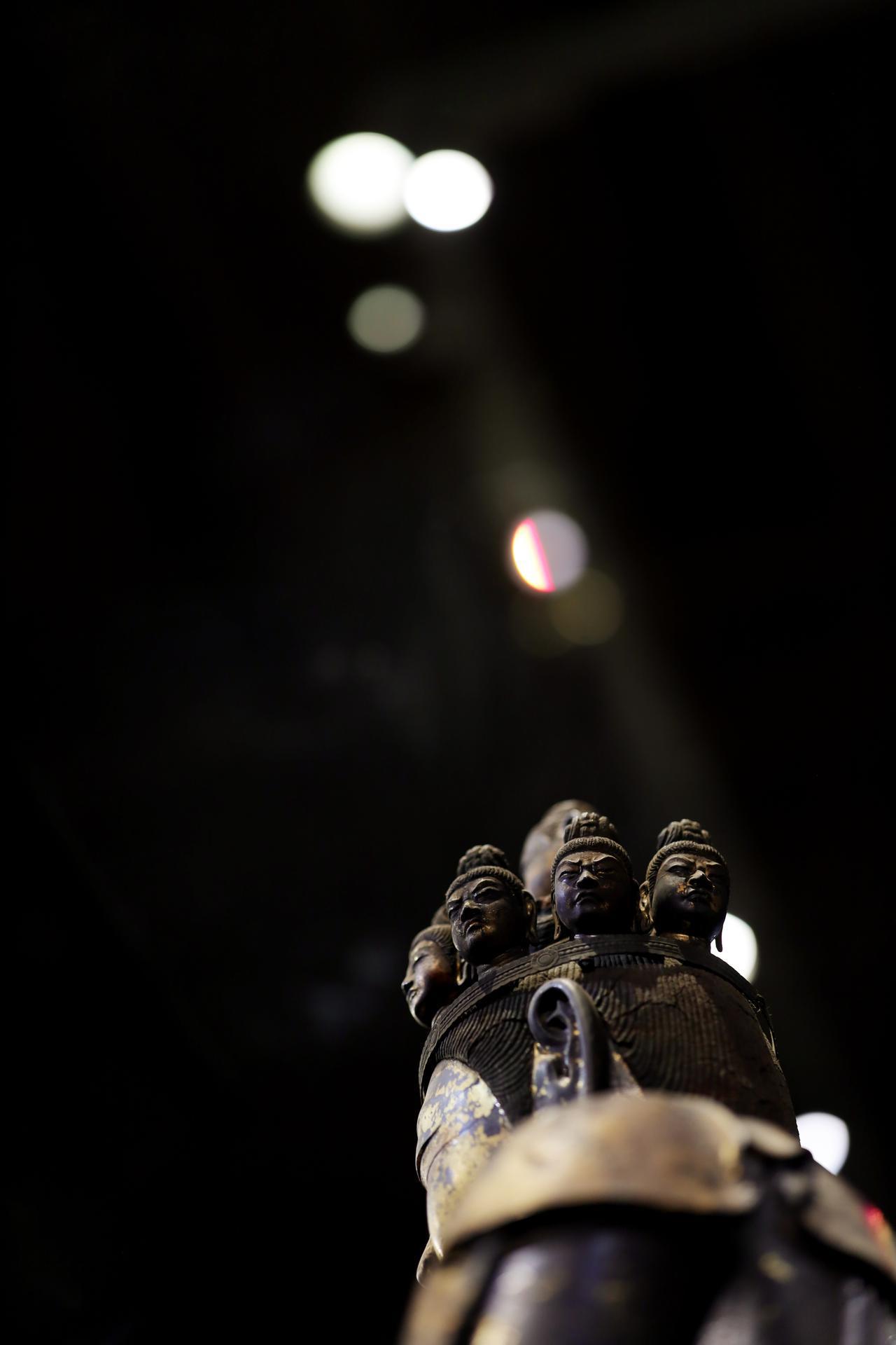 画像: 国宝 十一面観音菩薩立像 (部分・緻密に造形された頭部と頭上面) 奈良時代・8世紀 奈良・聖林寺蔵