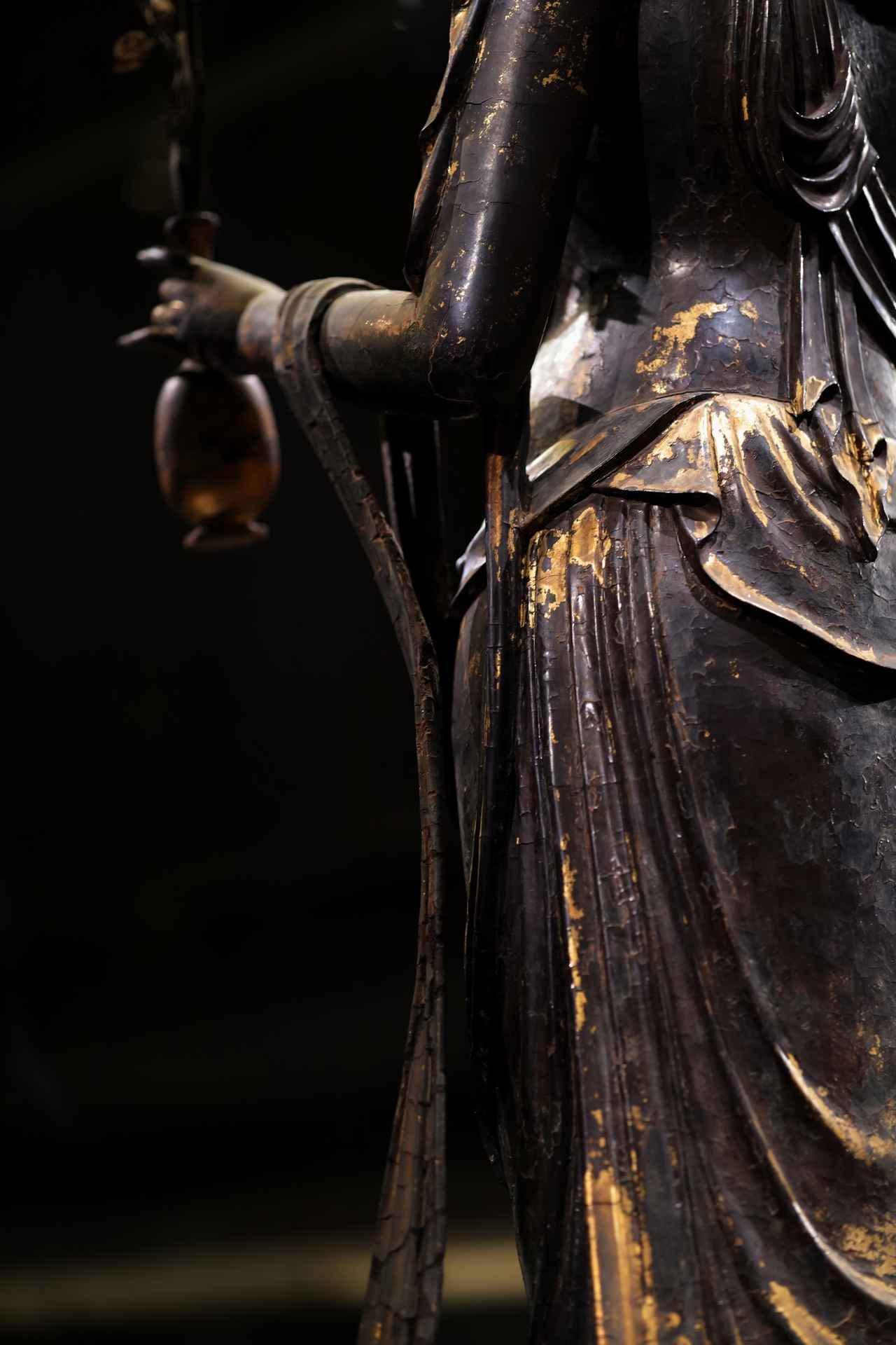 画像: 国宝 十一面観音菩薩立像(部分・背面より左腕) 奈良時代・8世紀 奈良・聖林寺蔵