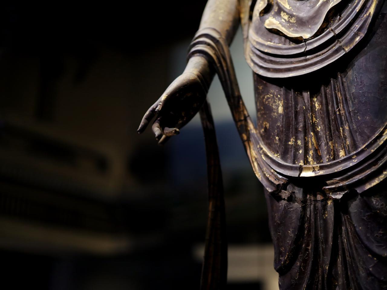 画像: 国宝 十一面観音菩薩立像 (部分・右手、天衣)奈良時代・8世紀 奈良・聖林寺蔵