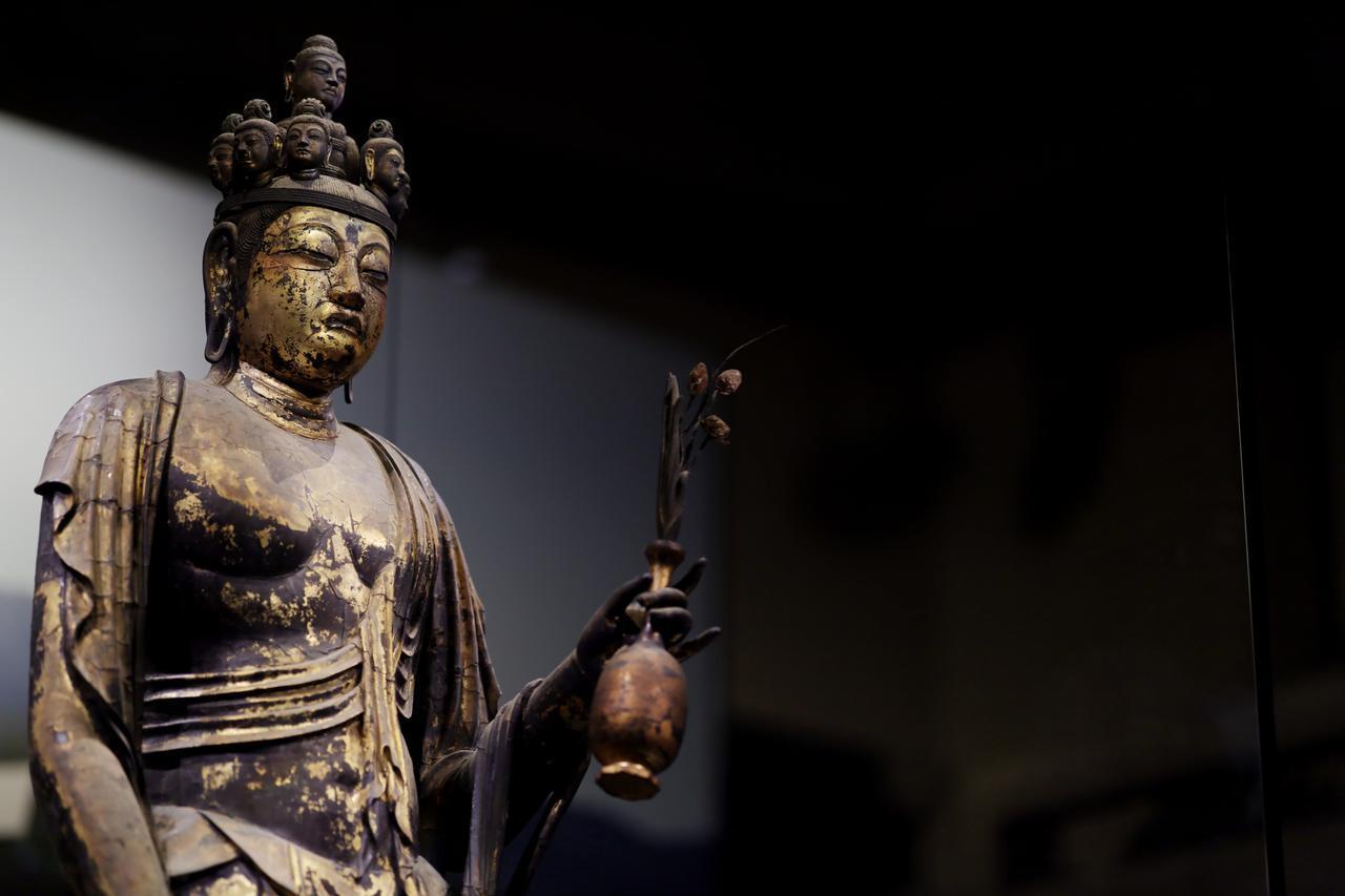 画像1: 国宝 十一面観音菩薩立像 (部分) 奈良時代・8世紀 奈良・聖林寺蔵
