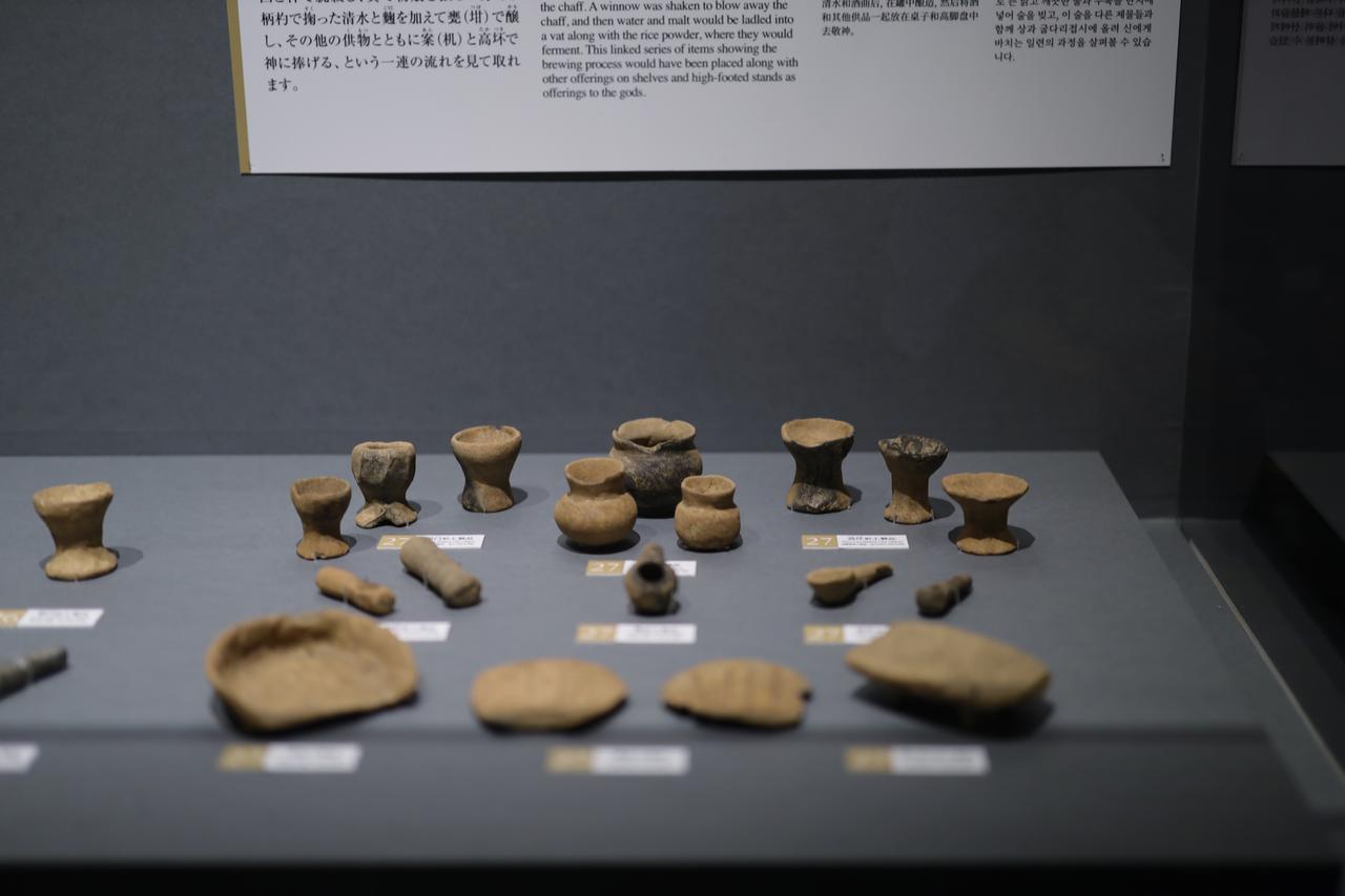 画像: 山ノ神遺跡出土品 古墳時代・5〜6世紀 東京国立博物館蔵 三輪山の禁足地の考古学調査で発掘された出土品。酒造りの道具を表していると思われる。