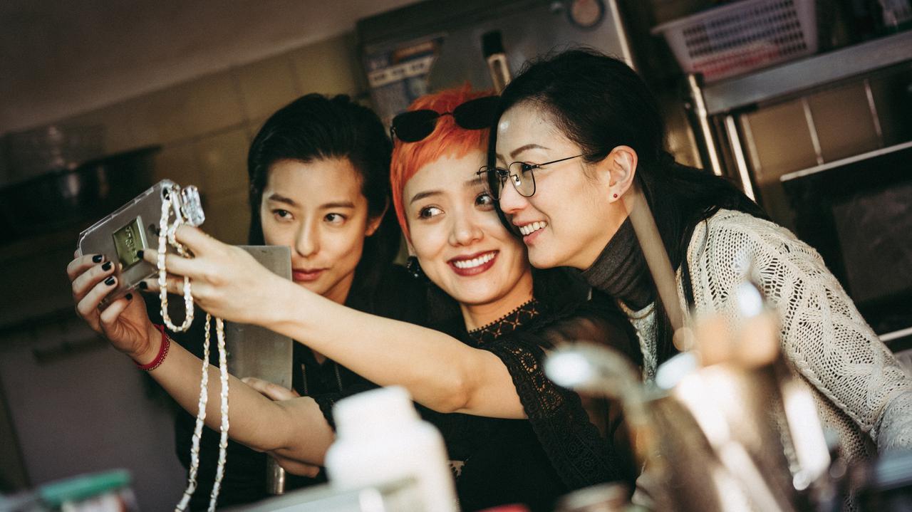 画像3: アン・ホイがプロデュース!香港、台北、重慶---別々の土地で育ち、父の死で、初めてお互いの存在を知った三姉妹の、ピリッとしびれる感動物語『花椒の味』予告公開!