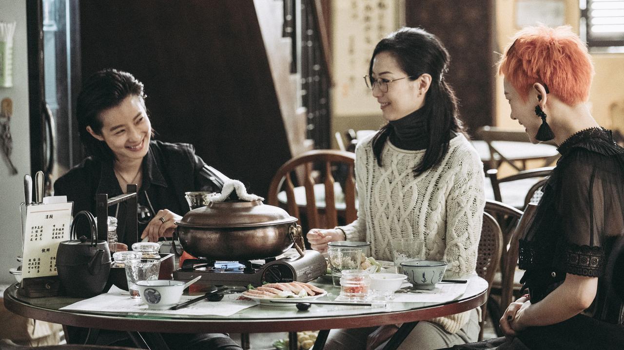 画像2: アン・ホイがプロデュース!香港、台北、重慶---別々の土地で育ち、父の死で、初めてお互いの存在を知った三姉妹の、ピリッとしびれる感動物語『花椒の味』予告公開!