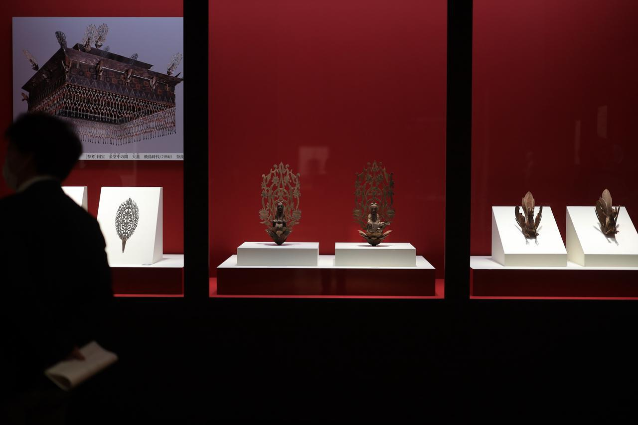 画像: 国宝 鳳凰・天人・飾金具 (法隆寺金堂天蓋の付属品) 飛鳥時代・7世紀 奈良・法隆寺