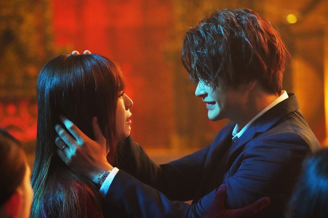 画像2: ©横関大/講談社 ©2021「劇場版ルパンの娘」製作委員会