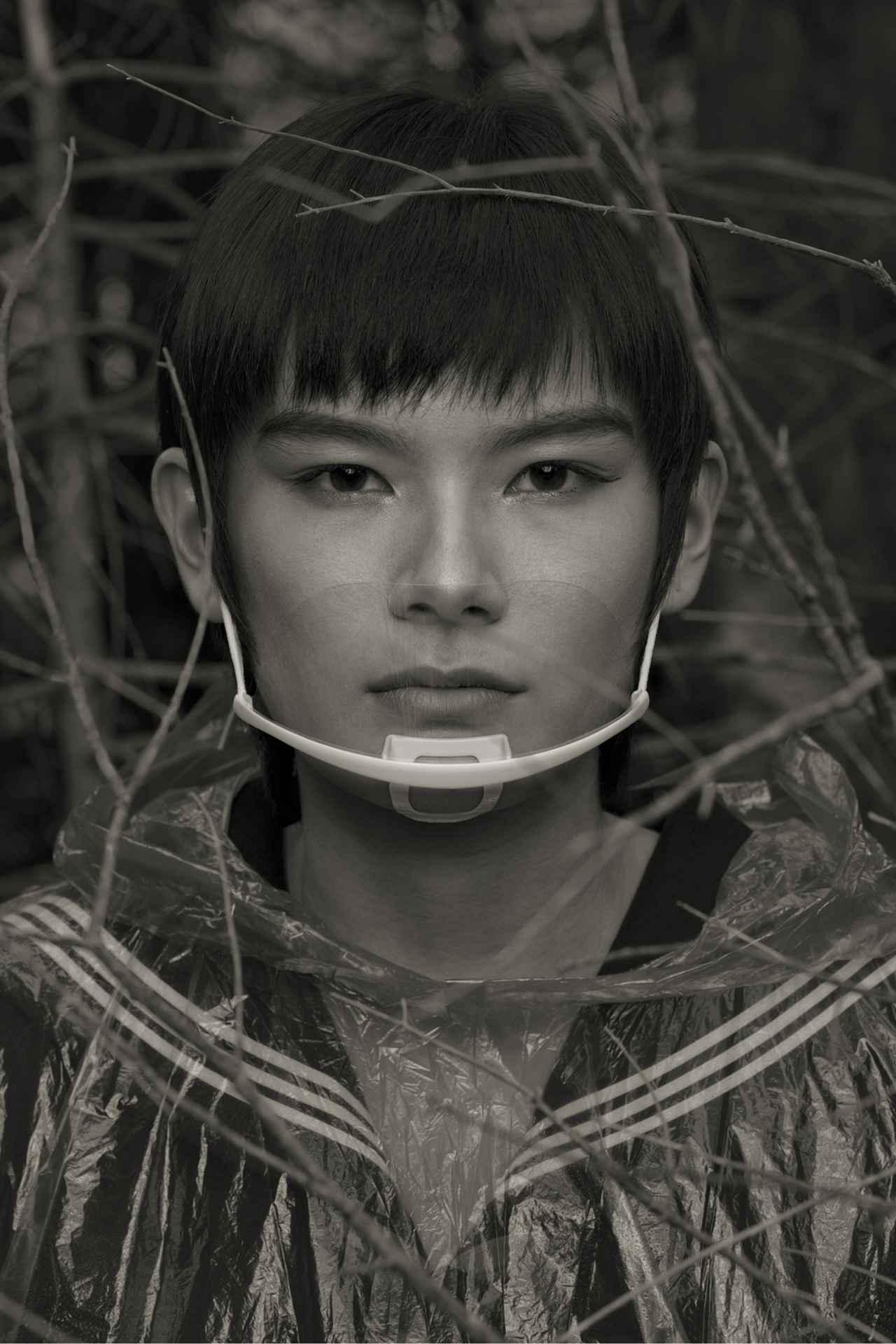 画像: Im Wald, Porträt VII, 2020 © Erwin Oraf