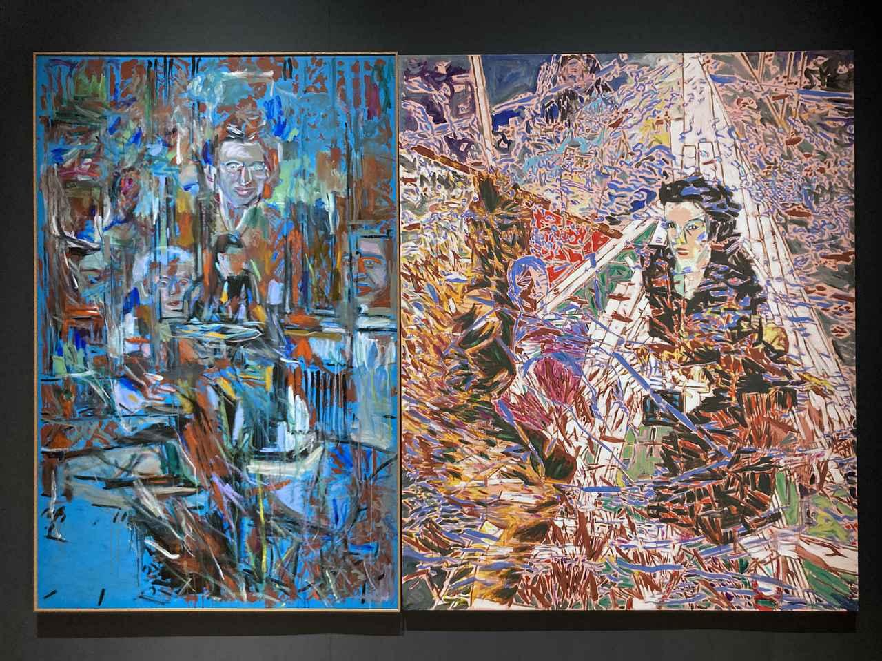 画像: 「神話の森へ」の会場風景より:左:《ロンドンの四日間》 1982年 大原美術館、右:《ディナーパーティの話題》 1982年 国立国際美術館 photo©️saitomoichi