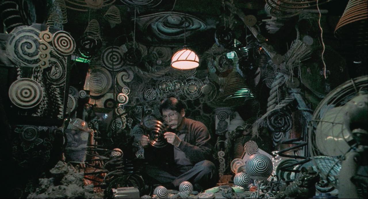 画像: 大好評につき追加上映も決定! 21年ぶりに劇場上映となる伊藤潤二原作の映画『うずまき』 監督緊急インタビュー「観るたびに魔かれ繰り返される悪夢」