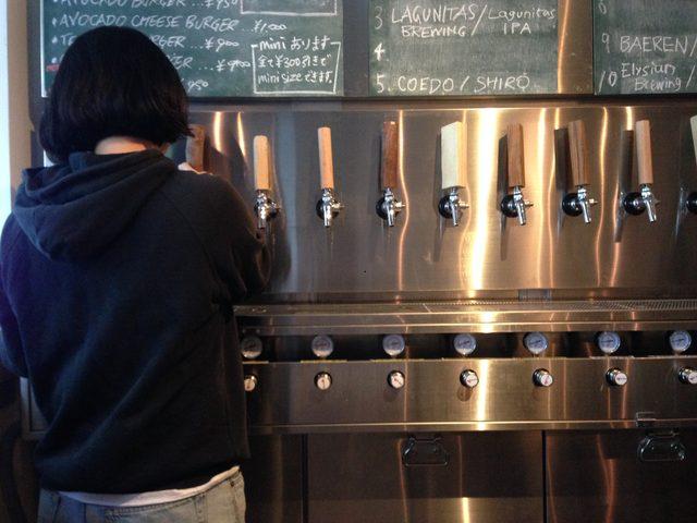 画像2: バイクでは行ってはいけないw、名古屋市錦のハンバーガー&クラフトビールのカフェ「BRICK LANE」