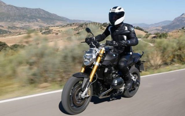 画像: 【BMW R1200 R 新型発表】ハイテク装備満載、走行性能に加え快適性も向上[動画]