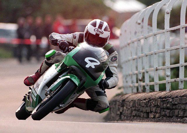 画像2: なぜこれほどバイクに乗ることに魅了されるのかを教えてくれる映画「ROAD」