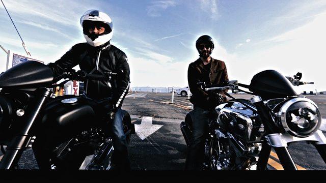 画像: 嬉々、キアヌがまたがるのは、彼らの新会社 Archのニューバイク KRGT-1