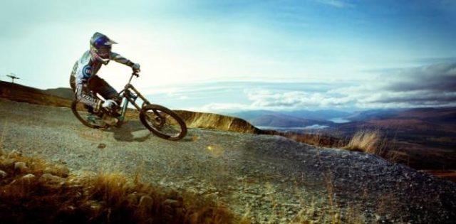 画像1: ダウンヒル異種格闘技戦 自転車 VS モーターサイクル