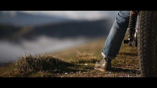 画像1: ハーレーカスタムによるサイレントな旅: 超高品質の動画