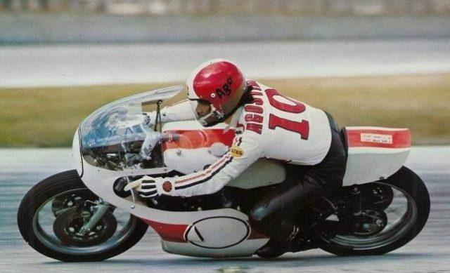 画像: GP最多タイトル記録を持つジャコモ・アゴスチーニとヤマハ0W19 www.yamahaclassictwostrokes.nl