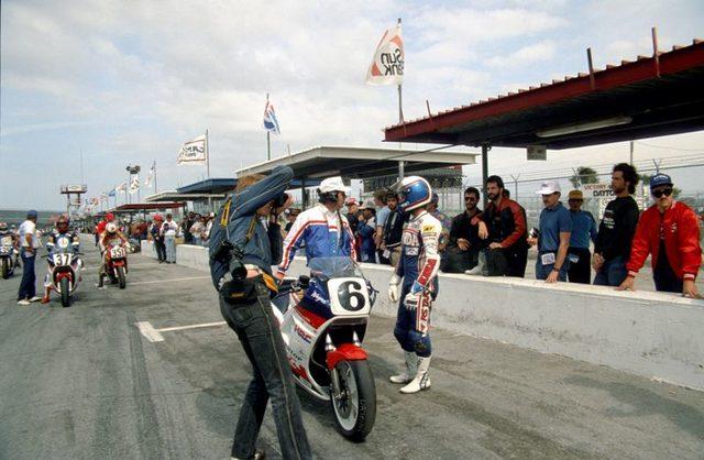画像: 1987年ウィナー、ウェイン・レイニーとホンダVFR750F www.riderfiles.com