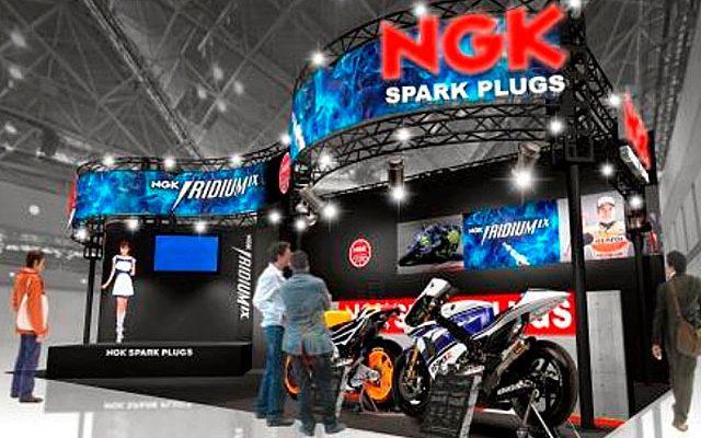 画像: 【東京モーターサイクルショー15】NGK、同社プラグ装着のMotoGPマシンを展示
