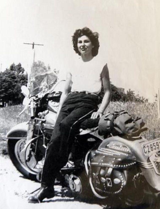 画像: 1951年のグロリアさんと愛機ハーレー media.nj.com