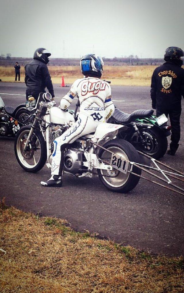 画像: ドラッグレース専用に製作された古澤恵のマシン