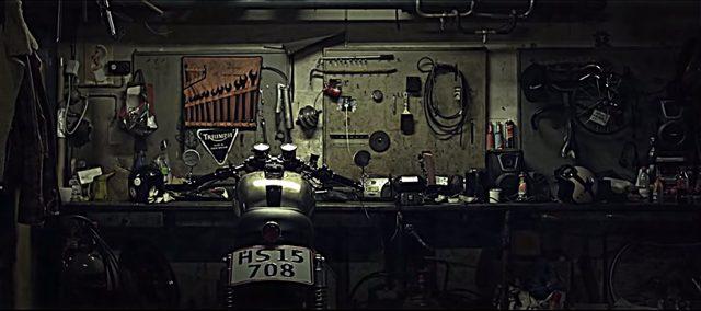 画像: 渋すぎるガレージにたたずむのは