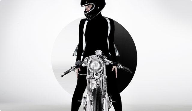 画像: 女性ライダーもなんだかアンドロイドみたい。実写版草薙素子、彼女で良さそう。