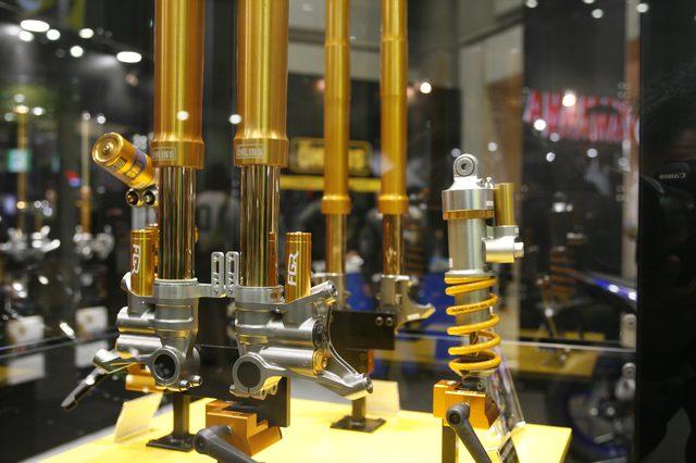 画像1: サスペンションの精緻な構造と鮮やかなカラーリングに機械萌え