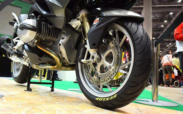 """画像: 【東京モーターサイクルショー15】""""疲れ""""に注目した新タイヤ、ダンロップ ロードスマート3"""