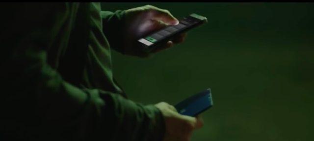 画像: たまらず、メッセージに記された番号に電話をする主人公・・・すると