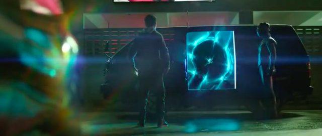 画像: 不思議な光を放つワゴンが迎えに来ます。(流星ワゴン?)