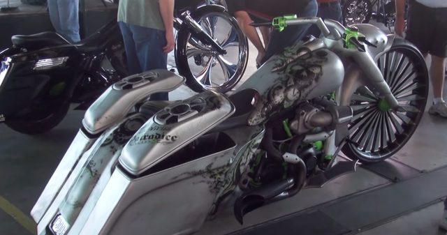 画像3: フルスロットルボードウォークバイクショー2014。タトゥー美女に囲まれたカスタムバイクたち。
