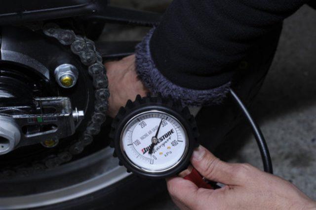 画像: <LINEアンケート結果>タイヤの空気圧って、どれくらいの頻度でチェックしてる?