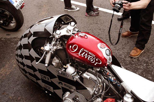 画像2: フランスのカスタムビルダーによる超レトロなドラッグレーサー「Sprintbeemer」