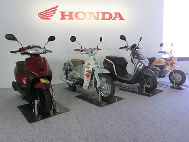 画像: 「Honda×ゴールデンボンバー」 二輪車新TV-CM特別展示