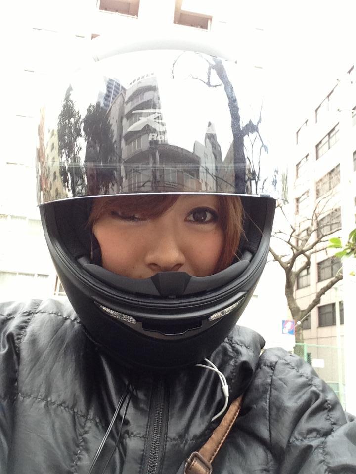 画像 バイク女子の永遠の悩み。ヘルメットと髪の毛の戦い。