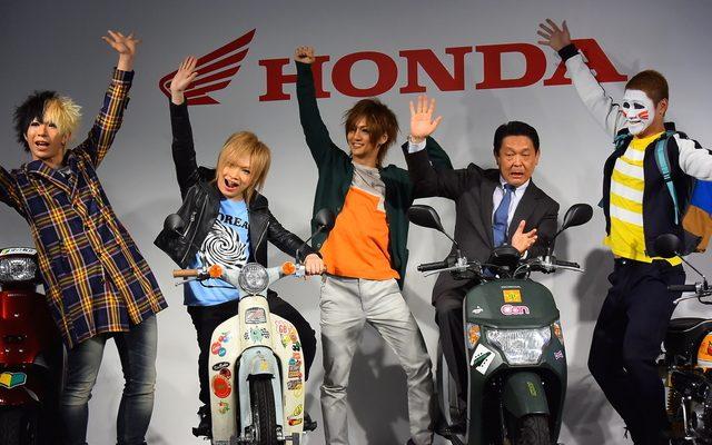 画像: ゴールデンボンバーのホンダ原付新CM、免許取りたて&路上運転初のメンバーも!