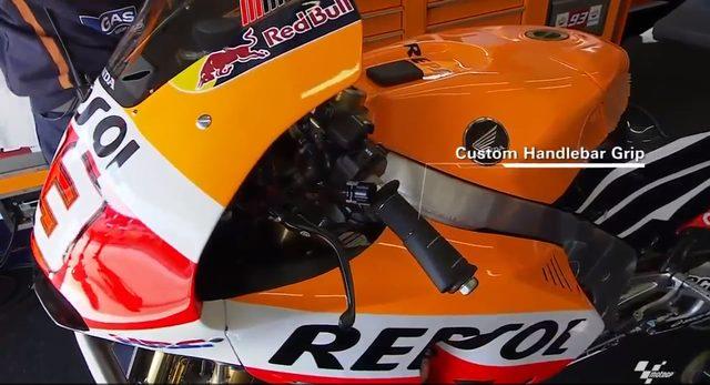 画像: マルケスのホンダRC213V。左ハンドルグリップの形状に注目! www.facebook.com