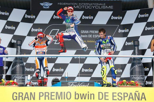 画像: 表彰台の御三方。飛びます、飛びます、ロレンソです? photos.motogp.com