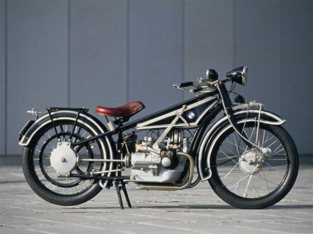 画像: 1923年にデビューしたR32。水平対向2気筒エンジン、シャフトドライブというメカニズムは、今日のBMWフラットツインモデルにも継承されています。 bilder.t-online.de