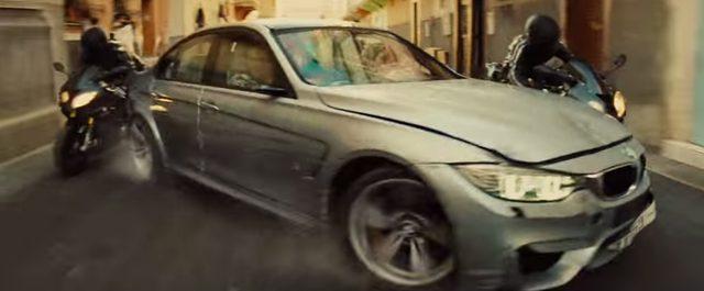 画像: BMW M3がバイクとの激しいカーチェイス youtu.be