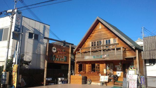 画像: ログハウス風の店構え www.facebook.com